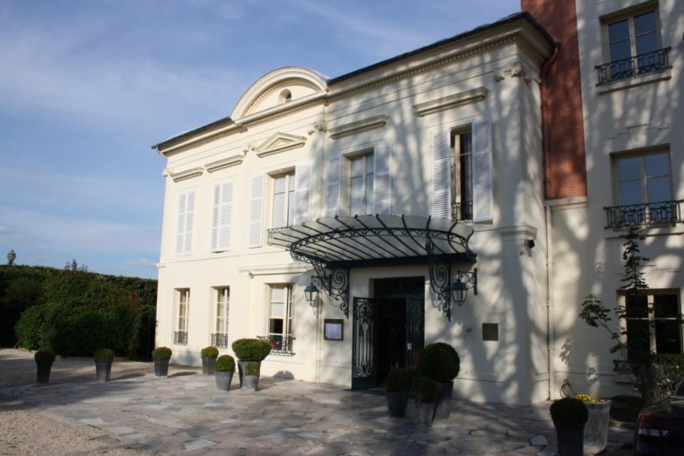 Pavillon_Henri_IV_2011_1-e1421056001370